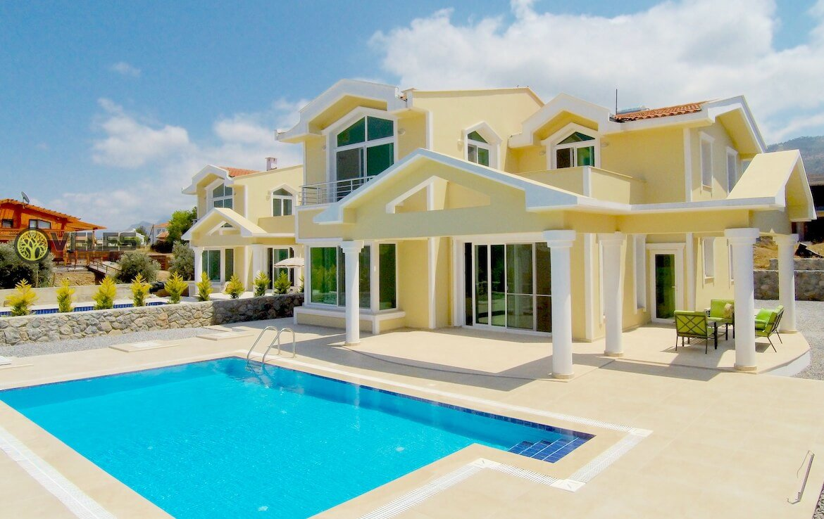 SV-348 BEAUTIFUL VILLA BY OWNER